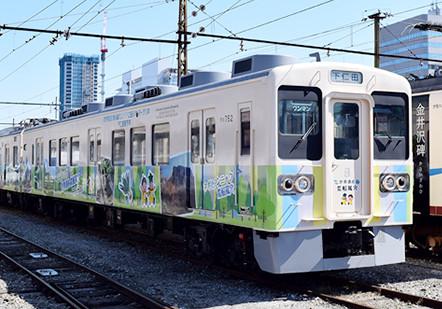 電車ボディー広告画像